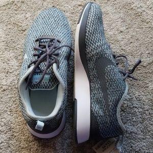 Women's Nike's daultone racer shoes size 6Y